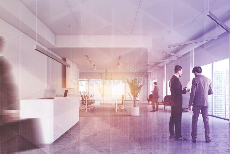 Gente en pasillo de la oficina, recepción y sala de reunión fotografía de archivo