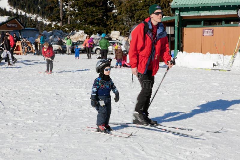 Gente en Ski Field foto de archivo libre de regalías