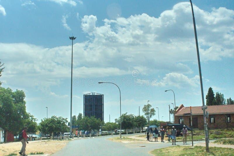 Gente en Soweto fotos de archivo