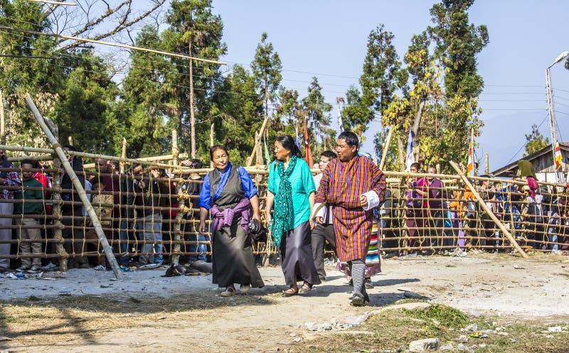 Gente en traje tibetano fotografía de archivo libre de regalías