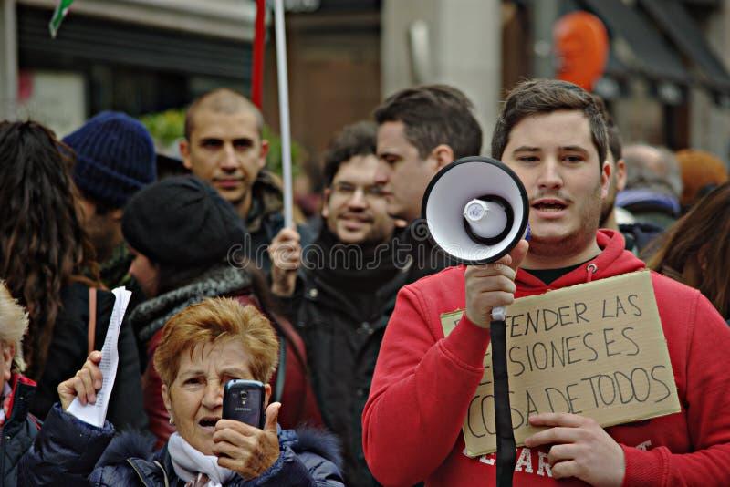 Gente en una demostración en nombre de las pensiones públicas 39 imagen de archivo libre de regalías
