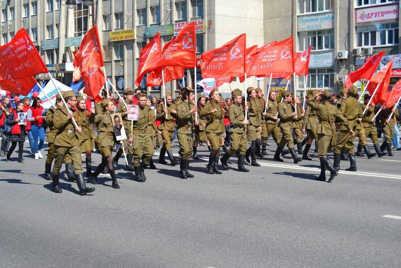 Gente en uniforme en la demostración en honor de Victory Day encendido fotografía de archivo libre de regalías