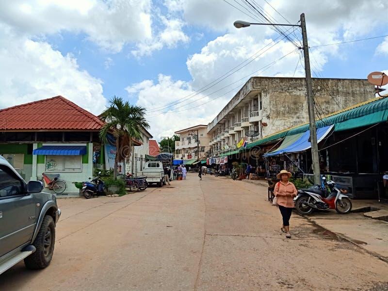 gente esan della Tailandia del mercato locale di festa immagine stock