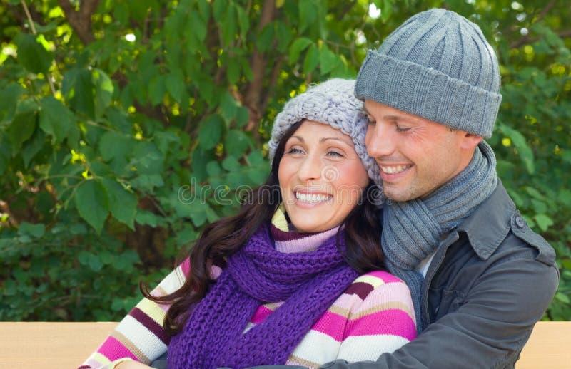 Gente felice del tempo freddo immagini stock libere da diritti