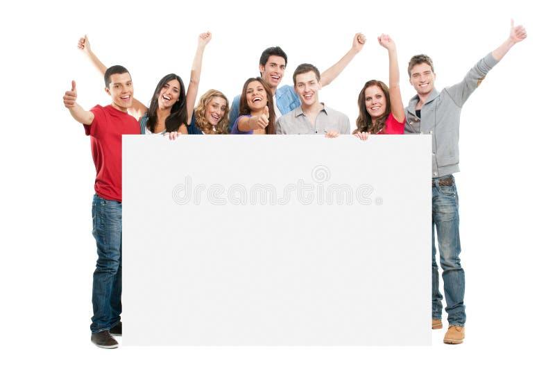 Gente feliz con la tarjeta blanca foto de archivo