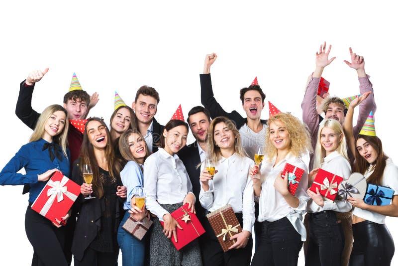 Gente feliz que celebra día de fiesta con champán imagen de archivo libre de regalías