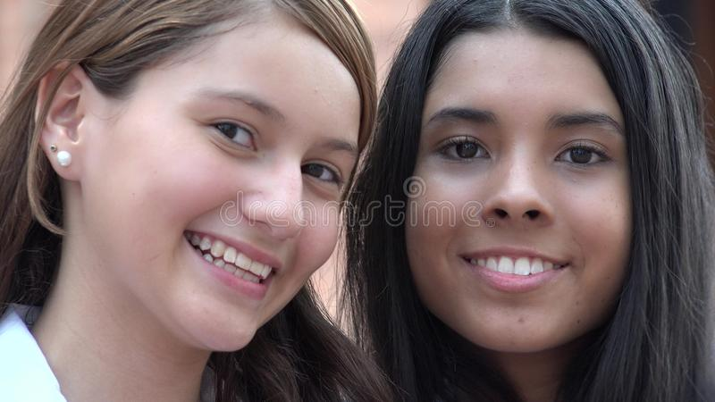 Gente feliz sonriente de las caras foto de archivo