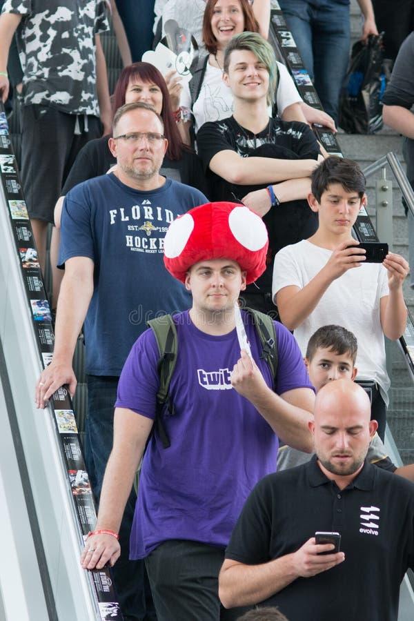 Gente joven en Gamescom en Colonia imagen de archivo