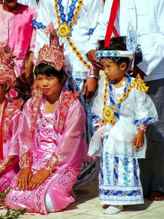Hermosa Trajes Tradicionales De La Boda Festooning - Ideas de ...