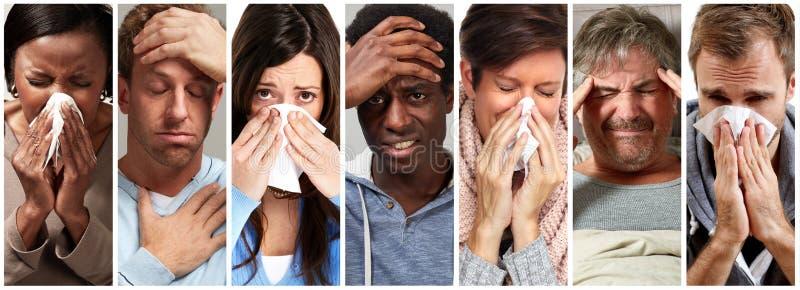 Gente malata che ha influenza, freddo e starnuto fotografia stock libera da diritti
