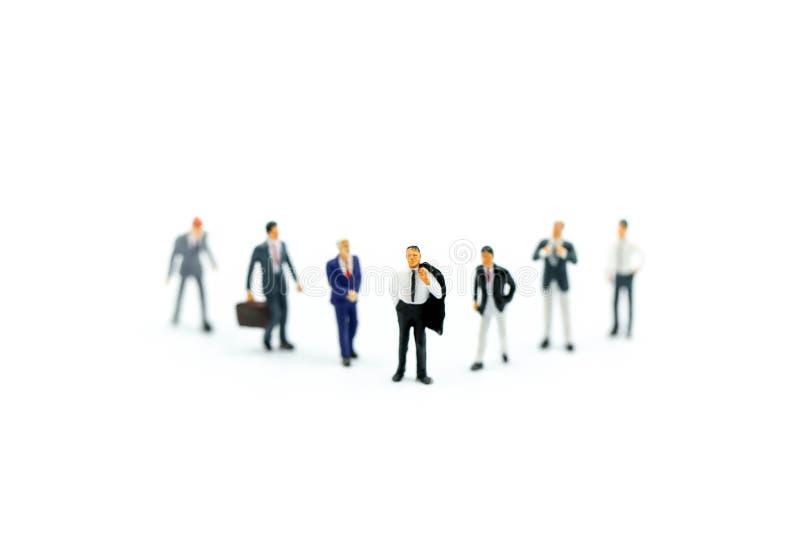 Gente miniatura: Buisnessman con l'amico, concetto del gruppo di affari fotografie stock libere da diritti