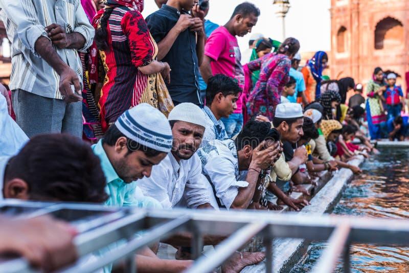 Gente musulmana a Jama Masjid, Delhi, India immagini stock libere da diritti