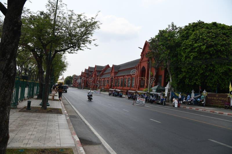 Gente ocupada de la calle de los caminos de los veh?culos en la ciudad de Bangkok fotos de archivo libres de regalías