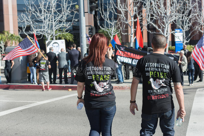 Gente que protesta contra el consulado de Azerbaijan en memoria de G imagen de archivo libre de regalías