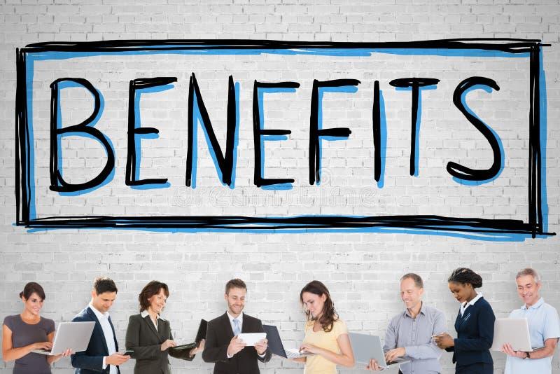Gente que se coloca en Front Of Social Security Benefits fotografía de archivo libre de regalías