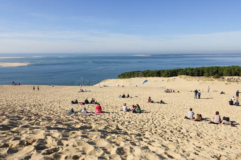 Gente que se relaja en la duna od Pyla imagen de archivo libre de regalías