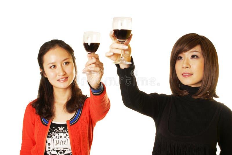 Gente que tiene una bebida imagen de archivo libre de regalías