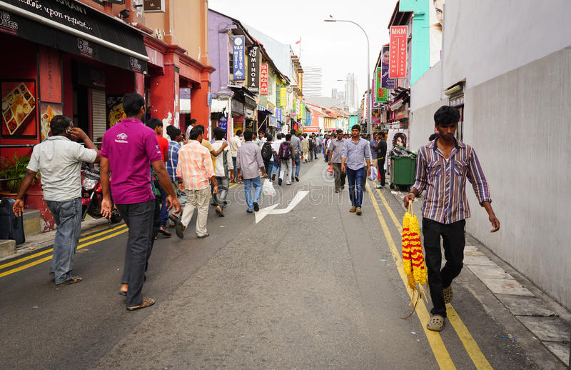 Gente que va al mercado callejero en la poca India, Singapur foto de archivo libre de regalías