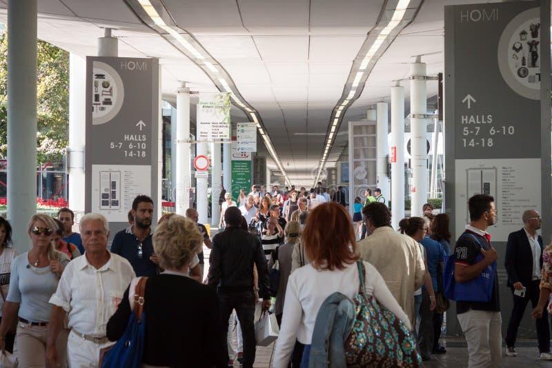 Download Gente Que Visita HOMI, Demostración Internacional Del Hogar En Milán, Italia Imagen de archivo editorial - Imagen de soporte, visiting: 44855874
