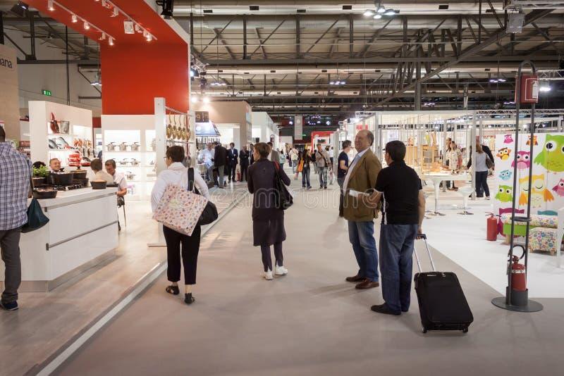 Download Gente Que Visita HOMI, Demostración Internacional Del Hogar En Milán, Italia Foto de archivo editorial - Imagen de parada, grupo: 44855958