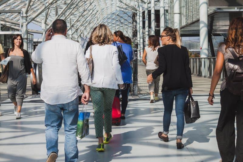 Download Gente Que Visita HOMI, Demostración Internacional Del Hogar En Milán, Italia Imagen editorial - Imagen de interior, italiano: 44856105