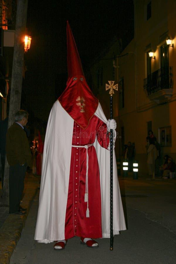 Gente religiosa que camina en la procesión para la semana santa – Semana Papá Noel en España imagen de archivo
