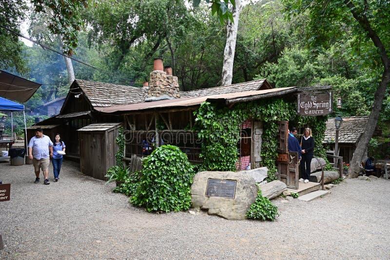 Gente reunida en Cold Spring Tavern en Stagecoach Road cerca de Santa Bárbara, California fotos de archivo libres de regalías