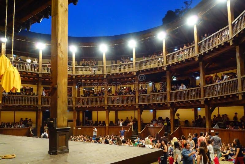 Gente Roma interior Shakespeare del teatro del globo fotografía de archivo