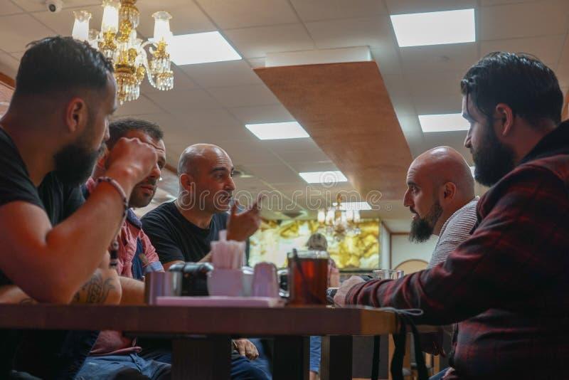 Gente siriana che gode di un pasto tradizionale di Iftar fotografie stock