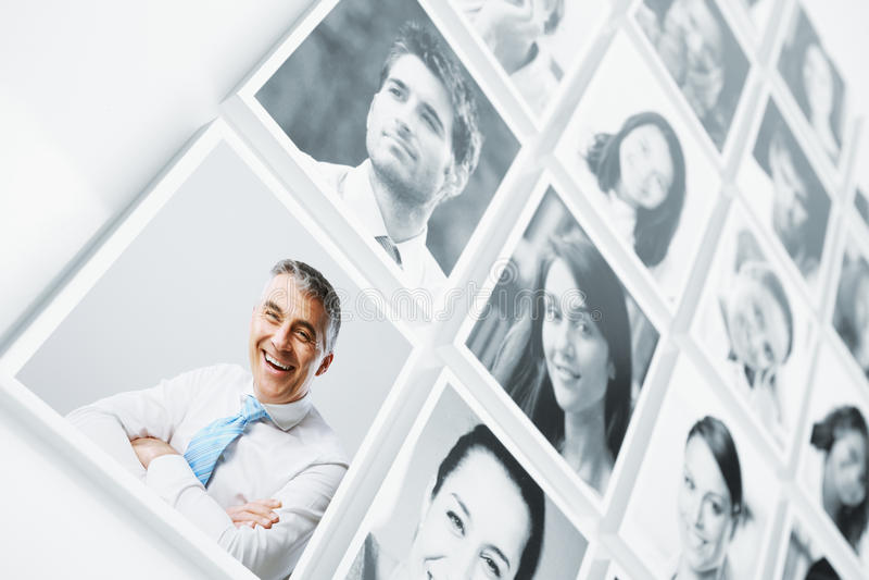 Gente sorridente immagini stock