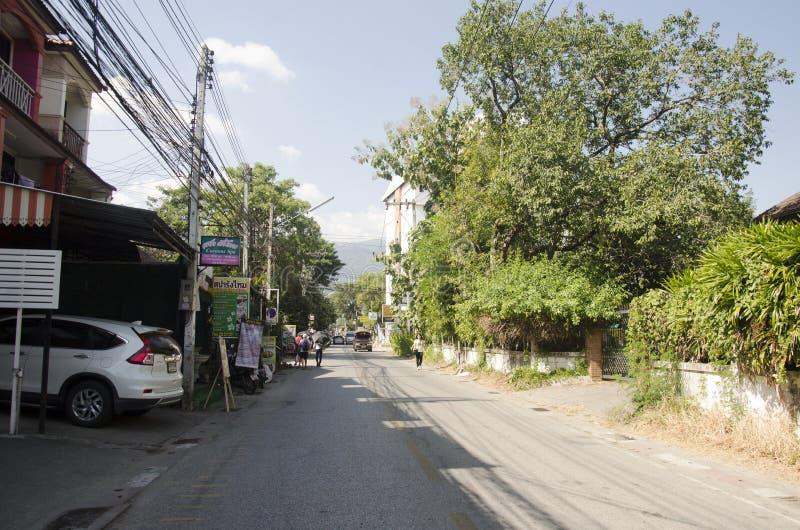 Gente tailandese e visita di camminata di travlers del foreingner e w di compera immagini stock