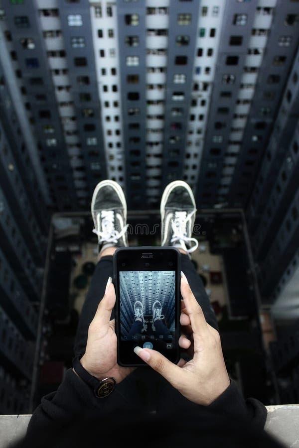 gente urbana del urbex del tejado foto de archivo