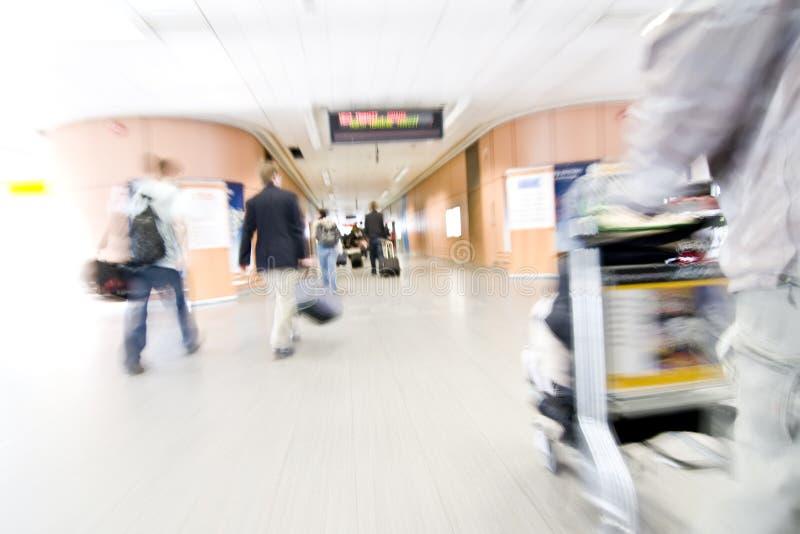 Gente vaga sull'aeroporto fotografia stock