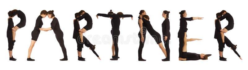 Gente vestida negro que forma palabra del SOCIO fotografía de archivo
