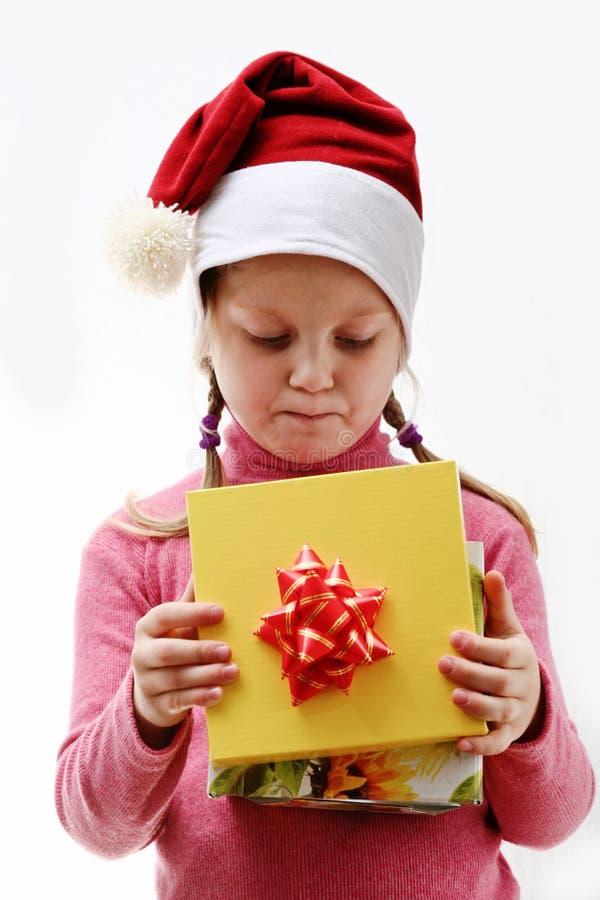 Gentil enfant avec le cadeau image stock