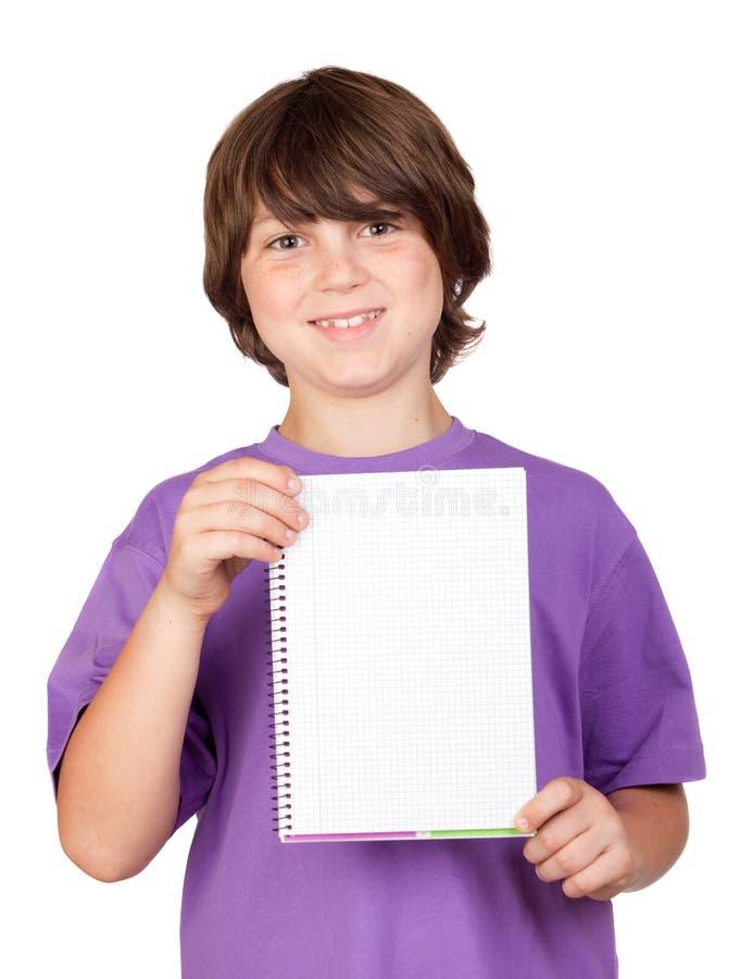 Gentil enfant avec le cahier blanc photographie stock libre de droits