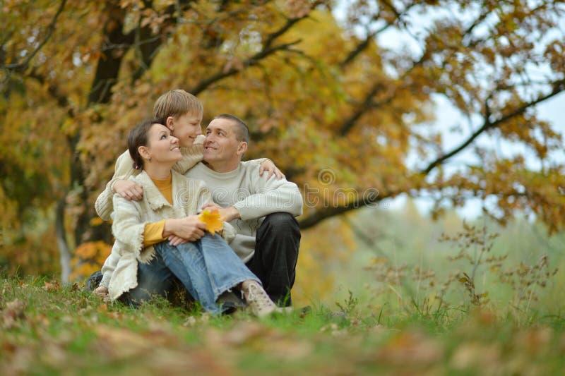Gentille famille heureuse image stock