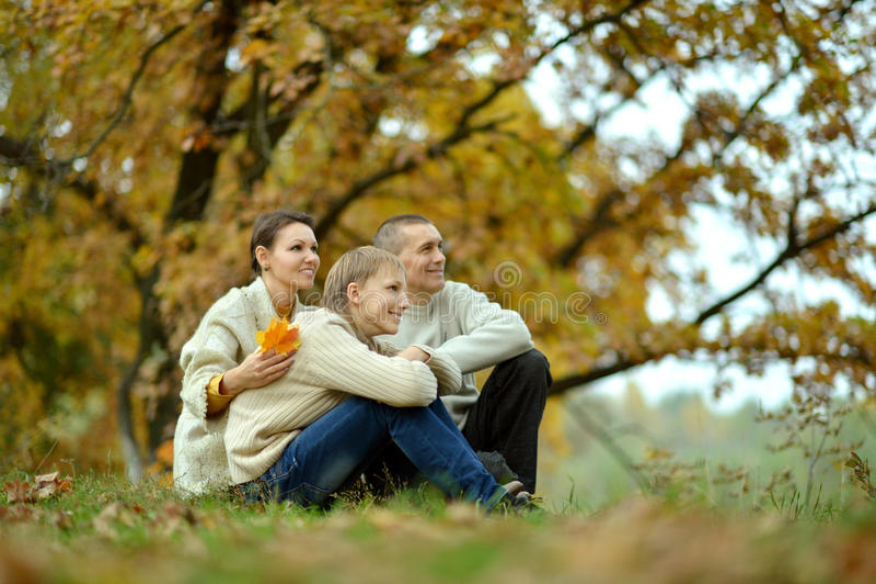 Gentille famille heureuse photos stock