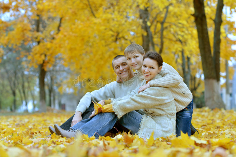 Gentille famille heureuse images libres de droits