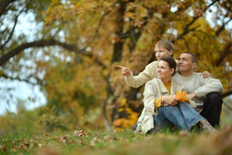Gentille famille heureuse image libre de droits