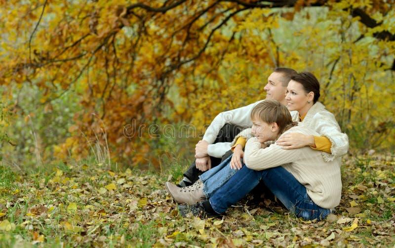 Gentille famille heureuse photo stock