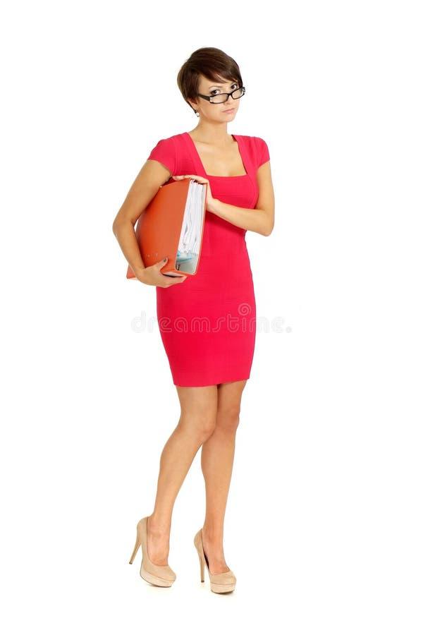 Gentille femme d'affaires dans une robe de corail photo stock