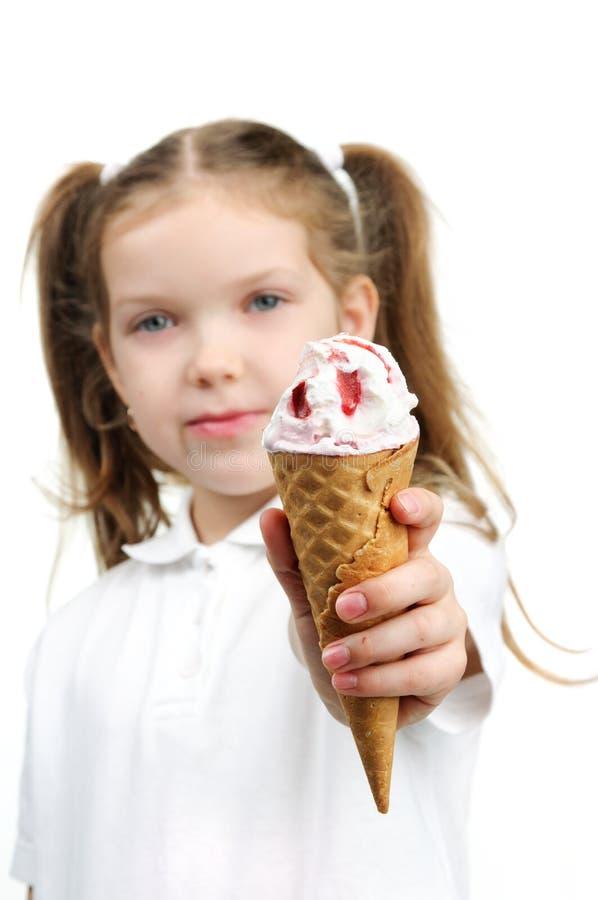 Gentille fille avec la crème glacée  images stock