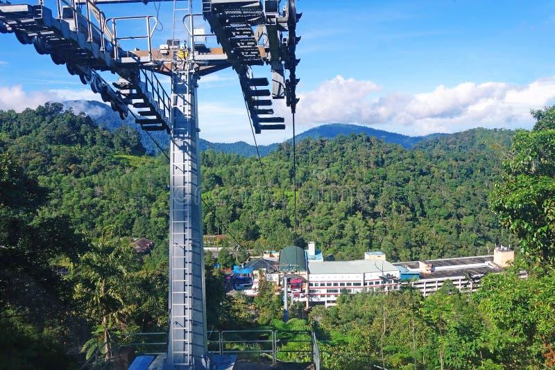 GENTING ΧΆΙΛΑΝΤΣ, ΜΑΛΑΙΣΙΑ - 21 ΔΕΚΕΜΒΡΊΟΥ: Ταξίδι τουριστών στο τελεφερίκ Genting Skyway Είναι ένας ανελκυστήρας γονδολών που συ στοκ εικόνα με δικαίωμα ελεύθερης χρήσης