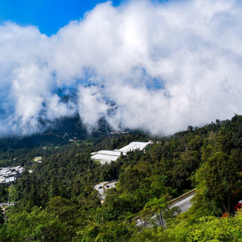 Genting Highlands - популярная туристическая достопримечательность в Куала-Лумпуре, Малайзия Вид на Гентинг-Хайлендс из кабельног стоковая фотография rf