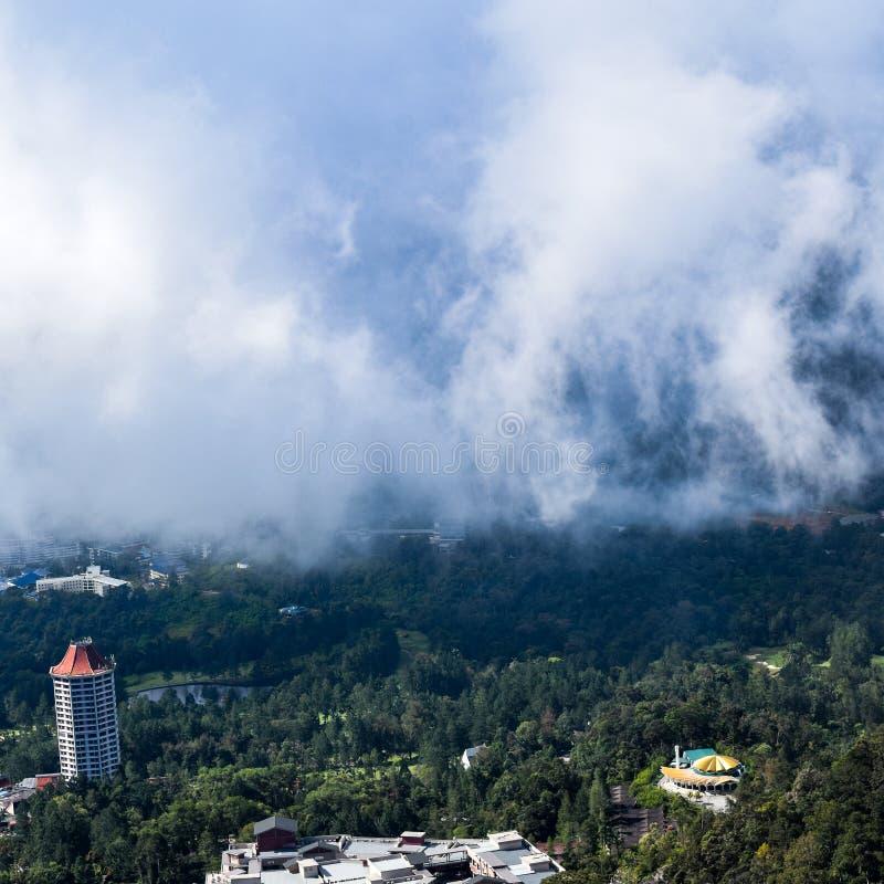 Genting Highlands - популярная туристическая достопримечательность в Куала-Лумпуре, Малайзия Вид на Гентинг-Хайлендс из кабельног стоковое изображение rf