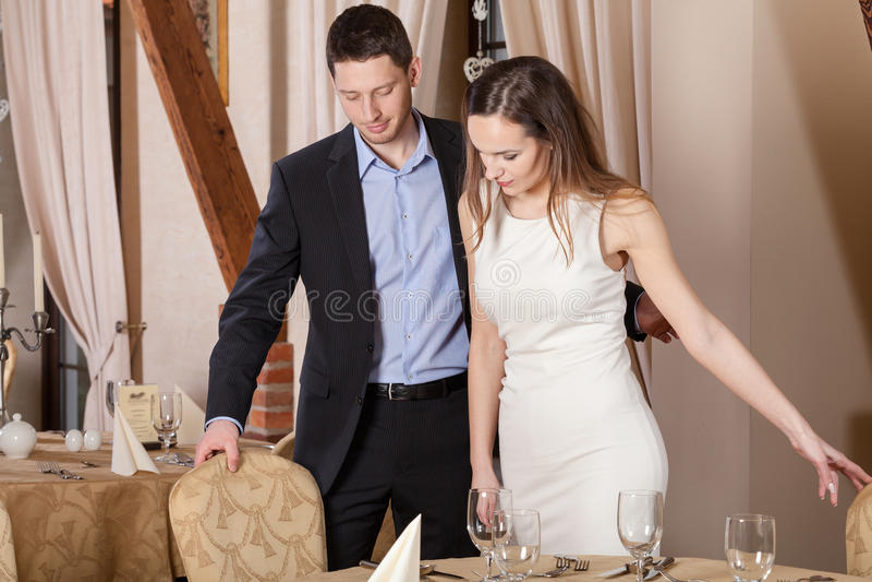 Gentleman i restaurang arkivbild