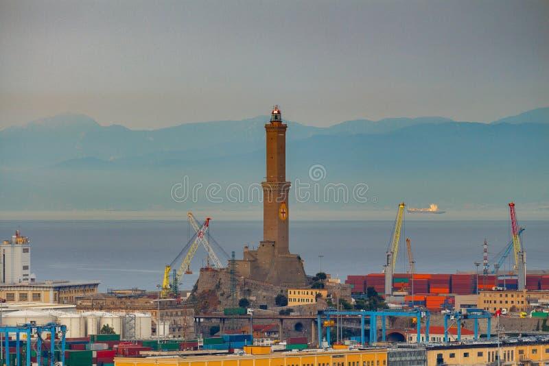 genua Alter Leuchtturm im Hafen lizenzfreie stockfotos