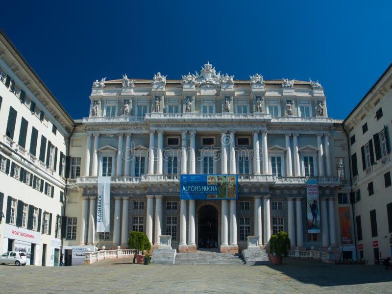 Genua (Genova) Neoclassical fasad av doges slott (Palazzo Ducale) arkivfoton