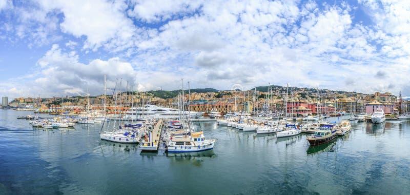 Genua-Hafenseeansicht mit Yachten stockbilder